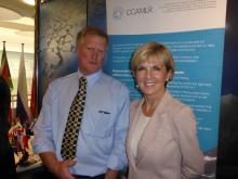 Le secrétaire exécutif de la CCAMLR, Andrew Wright, et le ministre australien des Affaires étrangères, Julie Bishop