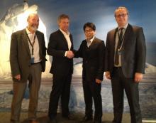 Sr.Martin Exel, Presidente de COLTO, con los ganadores en 2013 de la lotería de marcas de la CCRVMA